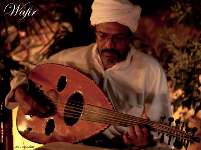 Wafir S. Gibril, ney, laúd, percusión, acordeón